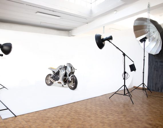 Limbo fotografico con motociclo